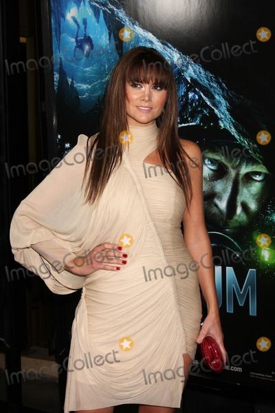 Alice Parkinson Photo - LOS ANGELES - JAN 31  Alice Parkinson arrives at the Sanctum Premiere at Manns Chinese 6 Theaters on January 31 2011 in Los Angeles CA