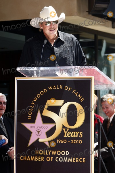 Alan Jackson Photo - Alan JacksonAlan Jackson receives the 2405th star on the Hollywood of FameHollywood  HighlandLos Angeles CAApril 16 2010