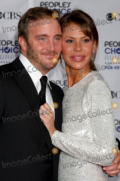 Nikki Cox Photo - Jay Mohr   Nikki Cox arriving  at the Peoples Choice Awards at the Shrine Auditorium in Los Angeles CA on January 7 2009