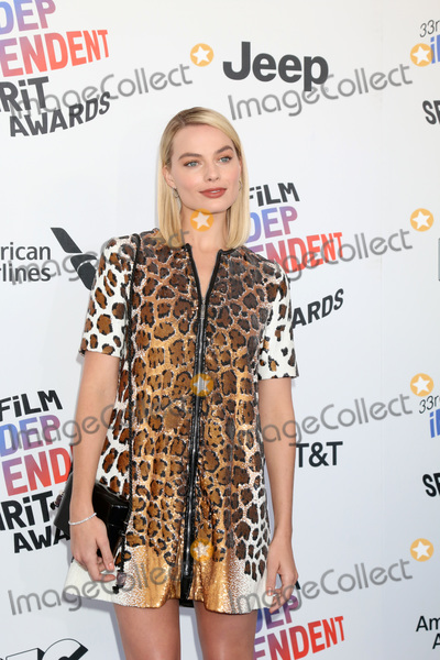 Margot Robbie Photo - LOS ANGELES - MAR 3  Margot Robbie_ at the 2018 Film Independent Spirit Awards at the Beach on March 3 2018 in Santa Monica CA