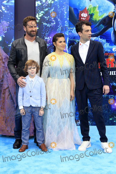 America Ferrera Photo - LOS ANGELES - FEB 9  Gerard Butler AJ Kane America Ferrera Jay Baruchel at the How To Train Your Dragon The Hidden World  Premiere at the Village Theater on February 9 2019 in Westwood CA