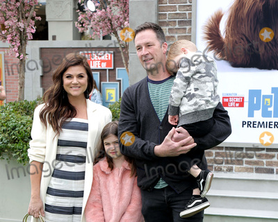 Brady Smith Photo - LOS ANGELES - JUN 2  Tiffani Thiessen Harper Smith Brady Smith Holt Smith at the The Secret Life of Pets 2 Premiere at the Village Theater on June 2 2019 in Westwood CA