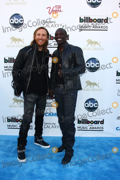 Akon Photo - LOS ANGELES -  MAY 19  David Guetta Akon arrives at the Billboard Music Awards 2013 at the MGM Grand Garden Arena on May 19 2013 in Las Vegas NV
