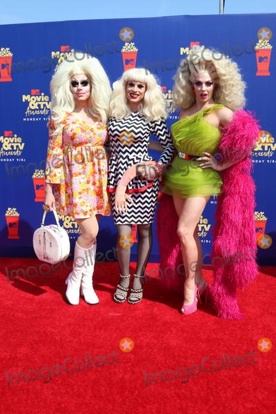 Alyssa Edwards Photo - LOS ANGELES - JUN 15  Trixie Mattel Katya Zamolodchikova Alyssa Edwards at the 2019 MTV Movie  TV Awards at the Barker Hanger on June 15 2019 in Santa Monica CA