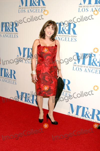 Robin McGraw Photo - Robin McGraw Museum of TV  Radio Annual Gala IHO Les Moonves and Jerry BruckheimerRegent Beverly Wilshire HotelBeverly Hills CAOctober 30 2006
