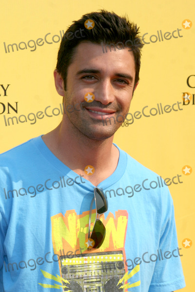 Gilles Marini Photo - Gilles Marini arriving  at the PS ARTS 11th Annual Express Yourself Event at Barker Hanger in Santa Monica CA on November 15 2008