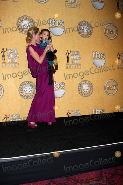 Aubrey Anderson-Emmons Photo - LOS ANGELES - JAN 29  Julie Bowen Aubrey Anderson-Emmons in the Press Room at the 18th Annual Screen Actors Guild Awards at Shrine Auditorium on January 29 2012 in Los Angeles CA