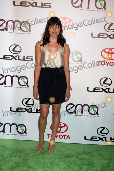 Aubrey Plaza Photo - LOS ANGELES - OCT 16  Aubrey Plaza arrives at the 2010 Environmental Media Awards at Warner Brothers Studios on October 16 2010 in Burbank CA