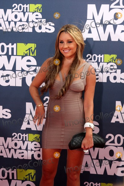 Amanda Bynes Photo - LOS ANGELES - JUN 5  Amanda Bynes arriving at the the 2011 MTV Movie Awards at Gibson Ampitheatre on June 5 2011 in Los Angeles CA