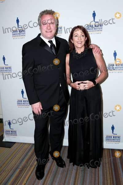 John Wayne Photo - LOS ANGELES - FEB 11  David Hunt Patricia Heaton at the 30th Annual John Wayne Odyssey Ball at the Beverly Wilshire Hotel on April 11 2015 in Beverly Hills CA