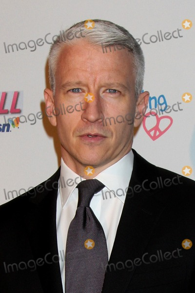 Anderson Cooper Photo - Anderson Cooper arriving at the  Children Mending Hearts Event at the House of Blues in Los Angeles CA on February 18 2009
