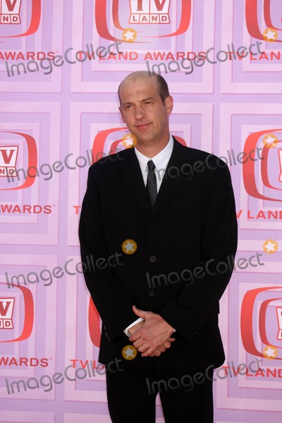 Anthony Edwards Photo - Anthony Edwards arriving at the TV Land Awards at the Gibson Ampitheater at University City  California on April 19 2009
