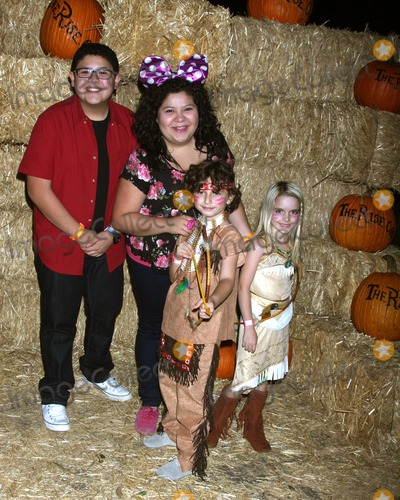 August Maturo Photo - LOS ANGELES - OCT 4  Rico Rodriguez Raini Rodriguez August Maturo McKenna Grace at the RISE of the Jack OLanterns at Descanso Gardens on October 4 2014 in La Canada Flintridge CA