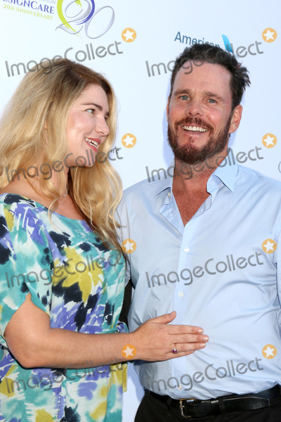 Kevin Dillon Photo - LOS ANGELES - JUL 14  Shannon Lewis Kevin Dillon at the 20th Annual DesignCare Gala on the Private Estate on July 14 2018 in Malibu CA