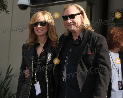 Roy Orbison Photo - Joe Walsh  GuestHollywood Walk of Fame Star Ceremony for Roy Orbison Capitol Records buildingLos Angeles CAJanuary 29 2010