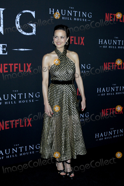 Carla Gugino Photo - LOS ANGELES - OCT 8  Carla Gugino at the The Haunting Of Hill House Season 1 Premiere at the ArcLight Theater on October 8 2018 in Los Angeles CA