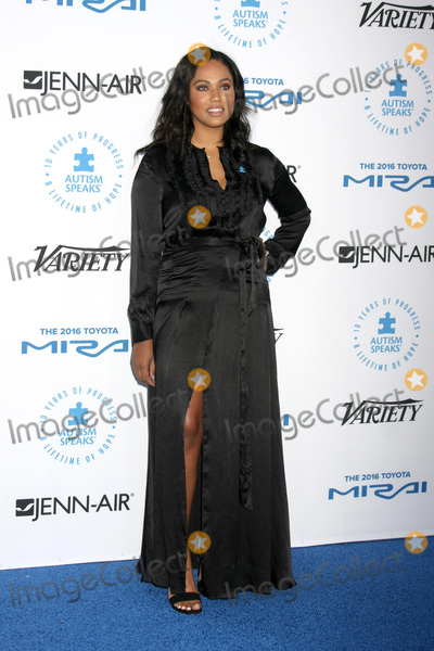 Ayesha Curry Photo - LOS ANGELES - OCT 8  Ayesha Curry at the Autism Speaks Celebrity Chef Gala at the Barker Hanger on October 8 2015 in Santa Monica CA