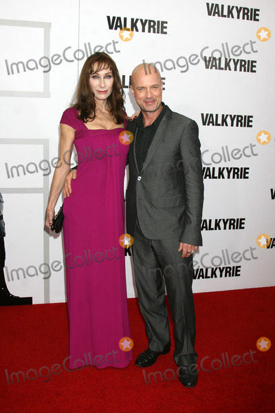 CHRISTIAN BERKEL Photo - Christian Berkel  Andrea Sawatzki  arriving at the LA  Premiere of Valkyrie at the Directors Guild of America Theater in Los Angeles CA on December 18 2008