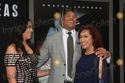 Ata Johnson Photo - LOS ANGELES - MAY 26  Simone Alexandra Johnson Dwayne Johnson Ata Johnson at the San Andreas World Premiere at the TCL Chinese Theater IMAX on May 26 2015 in Los Angeles CA