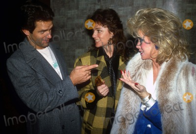 Jackie Bisset Photo - Greg Harrison Jackie Bisset Donna Mills3916JPGCelebrity Archaeology1983 FILE PHOTONew York NYGreg Harrison Jackie Bisset Donna MillsPhoto by Adam Scull-PHOTOlinknet