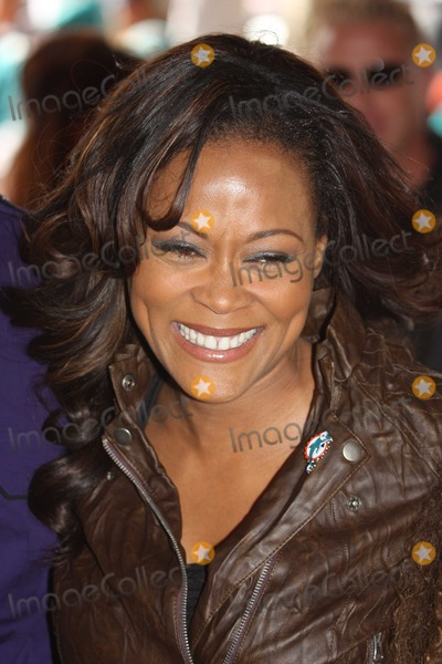 Robin Givens Photo - Miami FL 01-03-2010 Robin Givens w son and daughterat The Miami Dolphins Game  Digital Photo by JR Davis-PHOTOlinknet