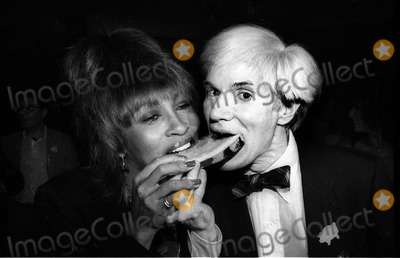 Andy Warhol Photo - Turner Warhol4026JPGCelebrity Archaeology1981 FILE PHOTOAtlanta GAAndy Warhol and Tina Turnergobble down some watermelon at theopening of the Limelight discoPhoto by Adam Scull-PHOTOlinknethttpPHOTOlinknet