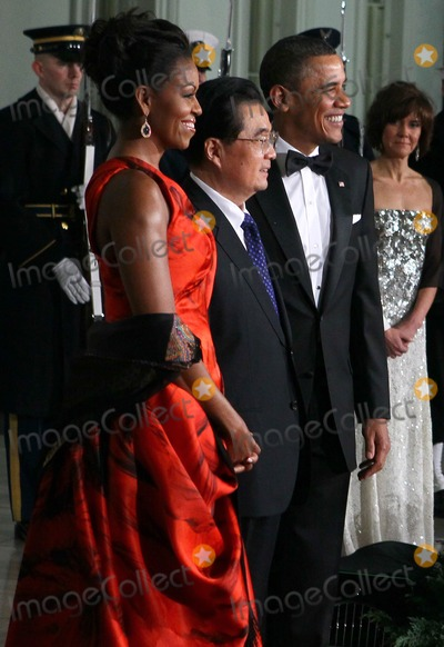 Alex Wong Photo - WASHINGTON DC - JANUARY 19  US President Barack Obama (R) and first lady Michelle Obama (L) welcome Chinese President Hu Jintao for a State dinner at the White House January 19 2011 in Washington DC Obama and Hu met in the Oval Office earlier in the day  (Photo by Alex WongGetty Images)