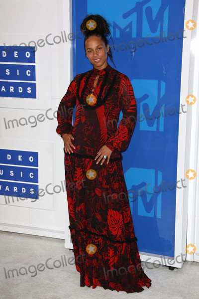 Alicia Keys Photo - Photo by REWestcomstarmaxinccomSTAR MAX2016ALL RIGHTS RESERVEDTelephoneFax (212) 995-119682816Alicia Keys at The 2016 MTV Video Music Awards(Madison Square Garden NYC)