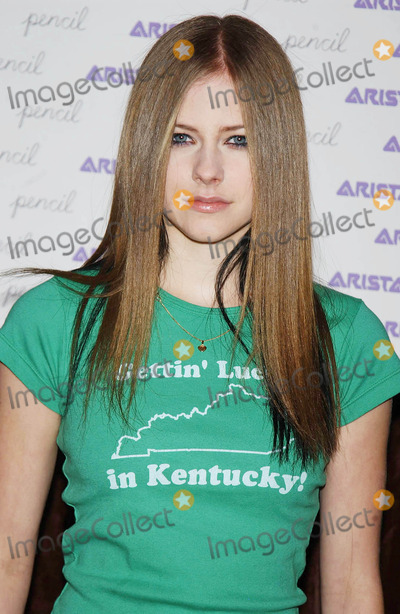Avril Lavigne Photo - Photo by Walter WeissmanSTAR MAX Inc - copyright 2002111802Avril Lavigne at An Evening to Benefit Pencil and NYC Schools(NYC)