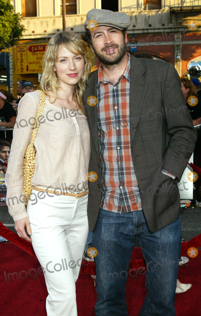 Beth Riesgraf Photo - Photo by NPXstarmaxinccom200562705Jason Lee and Beth Riesgraf at the premiere of War of the Worlds(Los Angeles CA)
