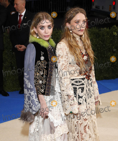 Ashley Olsen Photo - Photo by XPXstarmaxinccomSTAR MAXCopyright 2017ALL RIGHTS RESERVEDTelephoneFax (212) 995-11965117Ashley Olsen and Mary-Kate Olsen at the 2017 Costume Institute Gala - Rei KawakuboComme des Garcons Art Of The In-Between(Metropolitan Museum of Art NYC)