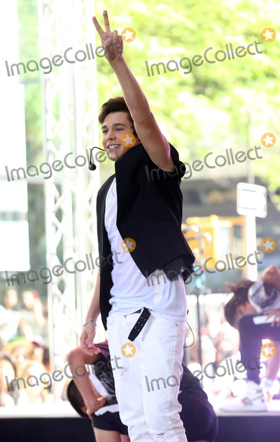 Austine Mahone Photo - Photo by KGC-146starmaxinccomSTAR MAX2014ALL RIGHTS RESERVEDTelephoneFax (212) 995-119652614Austin Mahone performs on The Today Show(NYC)