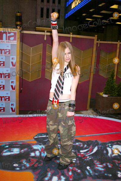 Avril Lavigne Photo - Photo by Stephen TruppSTAR MAX Inc - copyright 200282902Avril Lavigne at the MTV Music Awards(Radio City Music Hall NYC)