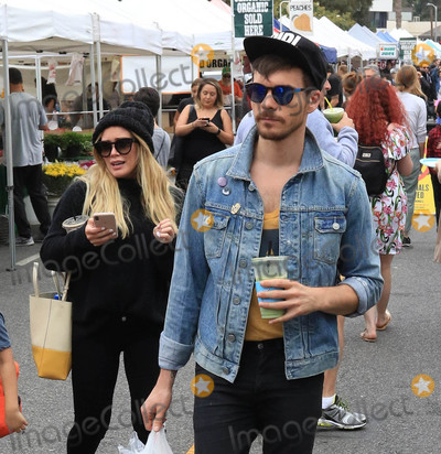 Hilary Duff Photo - Photo by gotpapstarmaxinccomSTAR MAX2018ALL RIGHTS RESERVEDTelephoneFax (212) 995-119662418Hilary Duff and Matthew Koma at the Farmers Market in Studio City CA