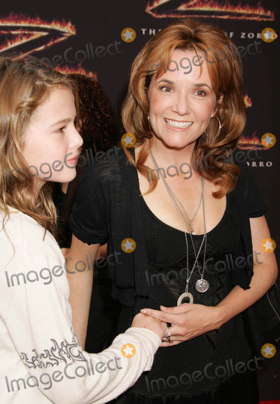 Lea Thompson Photo - Photo by REWestcomstarmaxinccom2005101605Lea Thompson and daughter at the premiere of The Legend of Zorro(Los Angeles CA)