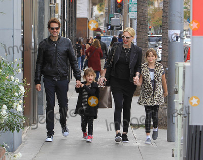 Alice Evans Photo - Photo by SMXRFstarmaxinccomSTAR MAX2017ALL RIGHTS RESERVEDTelephoneFax (212) 995-1196122317Ioan Gruffudd and Alice Evans are seen in Los Angeles CA