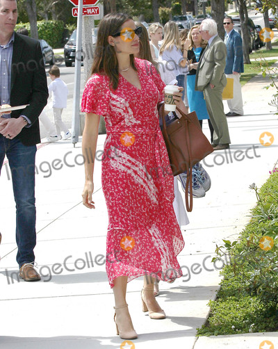 Jennifer Garner Photo - Photo by SMXRFstarmaxinccomSTAR MAX2019ALL RIGHTS RESERVEDTelephoneFax (212) 995-119642119Jennifer Garner is seen in Los Angeles CA
