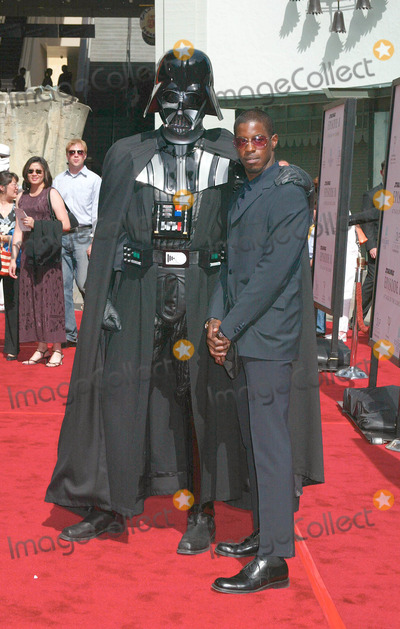Ahmed Best Photo - Photo by Russ EinhornSTAR MAX Inc - copyright 200251202Ahmed Best and Darth Vader at The Star Wars Premiere(Graumans Chinese Theatre Hollywood CA)