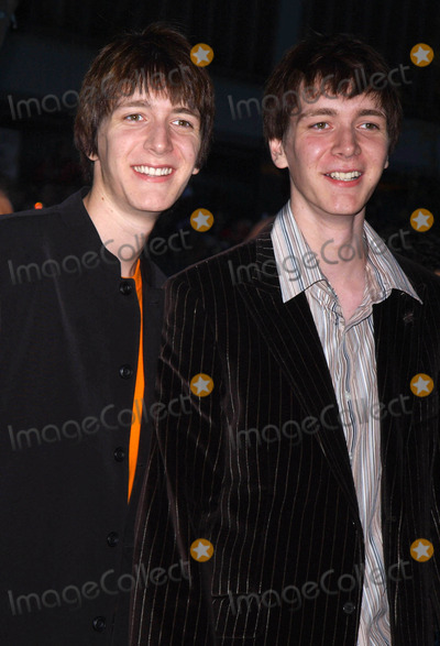 Oliver Phelps Photo - Photo by Walter Weissmanstarmaxinccom2005111205James Phelps and Oliver Phelps at the premiere of Harry Potter and the Goblet of Fire(NYC)