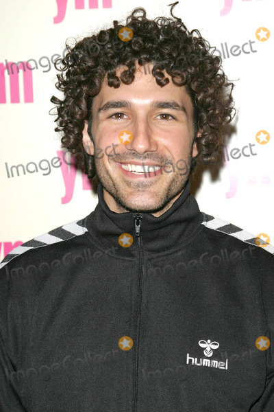 Ethan Zohn Photo - Photo by David Greenmanstarmaxinccom200432404Ethan Zohn at the YM Magazine Party celebrating its 5th annual special MTV issue(NYC)