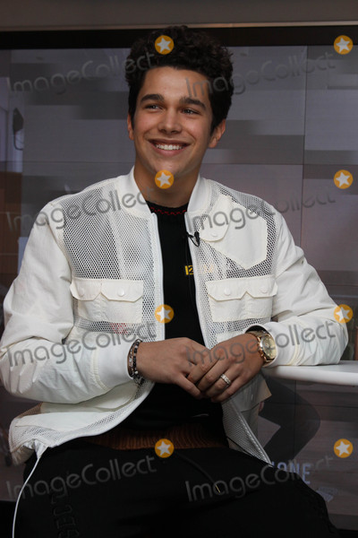 Austine Mahone Photo - Photo by Victor MalafrontestarmaxinccomSTAR MAX2017ALL RIGHTS RESERVEDTelephoneFax (212) 995-1196111017Macys Herald Square and Fossil welcomes Austin Mahone in New York CIty