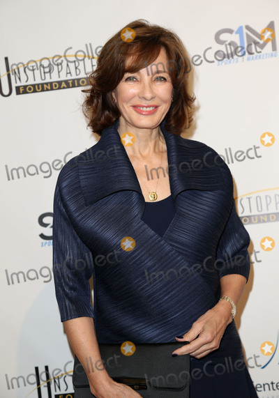Anne Archer Photo - Photo by JMAstarmaxinccomSTAR MAXCopyright 2016ALL RIGHTS RESERVEDTelephoneFax (212) 995-119631916Anne Archer at the 7th Annual Unstoppable Foundation Gala(Los Angeles CA)