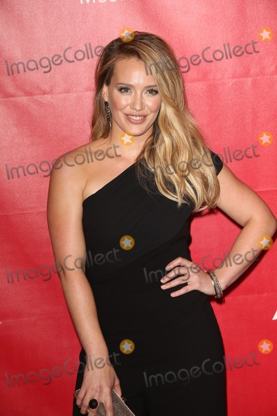 Hilary Duff Photo - Photo by Quasarstarmaxinccom2014ALL RIGHTS RESERVEDTelephoneFax (212) 995-119612414Hilary Duff at Musicares(Los Angeles CA)