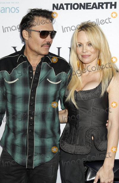 David La Chapelle Photo - Photo by REWestcomstarmaxinccomSTAR MAX2015ALL RIGHTS RESERVEDTelephoneFax (212) 995-119662415David LaChapelle and Pamela Anderson at The World Premiere Screening of Unity at the Directors Guild of America(Los Angeles CA)