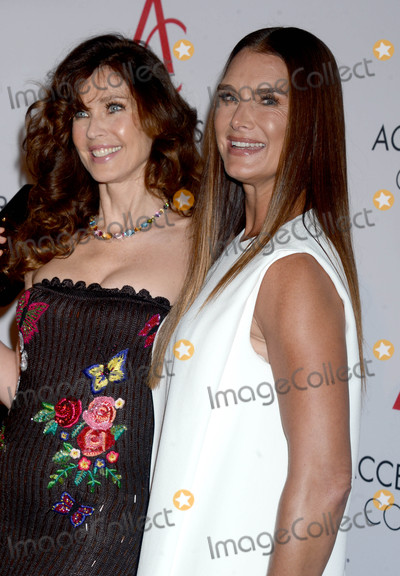Brooke Shields Photo - Photo by Dennis Van TinestarmaxinccomSTAR MAX2017ALL RIGHTS RESERVEDTelephoneFax (212) 995-11968717Carol Alt and Brooke Shields at The 21st Annual Ace Awards in New York City