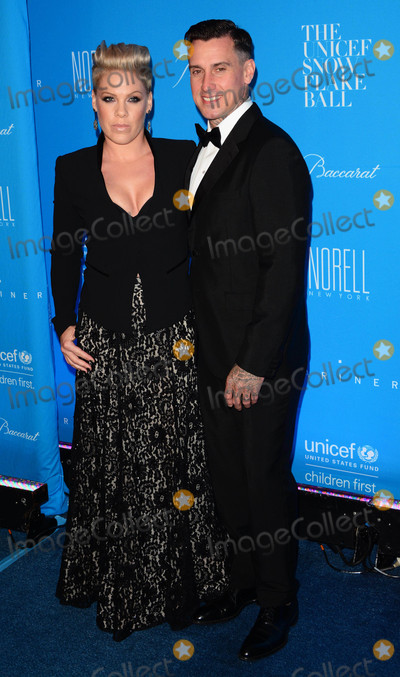 Carey Hart Photo - Photo by Patricia SchleinstarmaxinccomSTAR MAX2015ALL RIGHTS RESERVEDTelephoneFax (212) 995-119612115Pink and Carey Hart at The 2015 UNICEF Snowflake Ball(NYC)