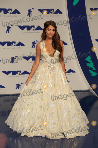 Andrea Russett Photo - Photo by gotpapstarmaxinccomSTAR MAX2017ALL RIGHTS RESERVEDTelephoneFax (212) 995-119682717Andrea Russett at The 2017 MTV Video Music Awards in Los Angeles CA
