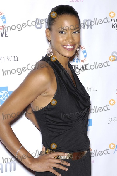 Kearran Giovanni Photo - Kearran Giovanni during the Susan G Komen DESIGNS FOR A CURE Gala held at the Millennium Biltmore Hotel on October 13 2012 in Los AngelesPhoto Michael Germana Star Max