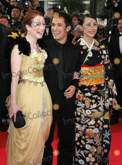 Yoshino Kimura Photo - Photo by NPXstarmaxinccom 200851408Julianne Moore with Gael Garcia Bernal and Yoshino Kimura at the premiere of Blindness(Cannes France)No sales in England Germany France and Sweden