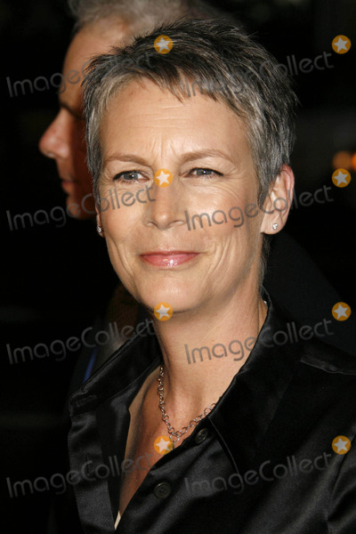 Jamie Lee Curtis Photo - Photo by REWestcomstarmaxinccom20072707Jamie Lee Curtis at the premiere of Music and Lyrics(Hollywood CA)